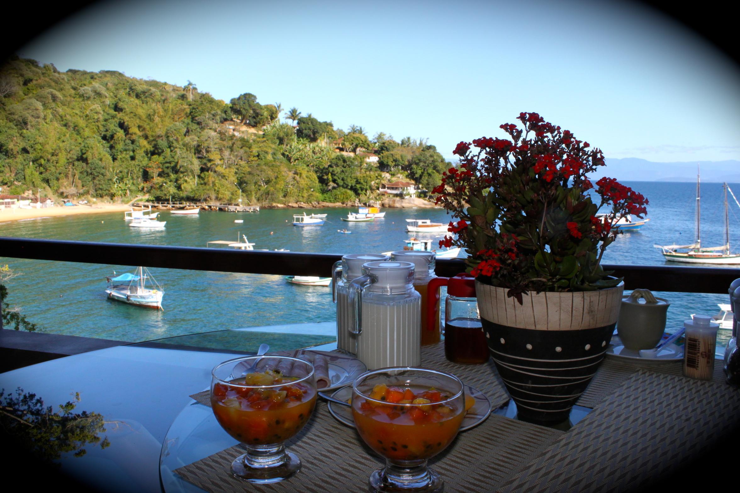 Vila Pedra Mar breakfast