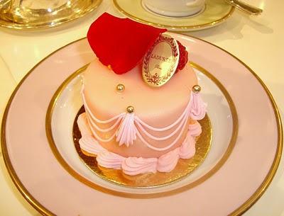 Marie Antoinette cake Laduree