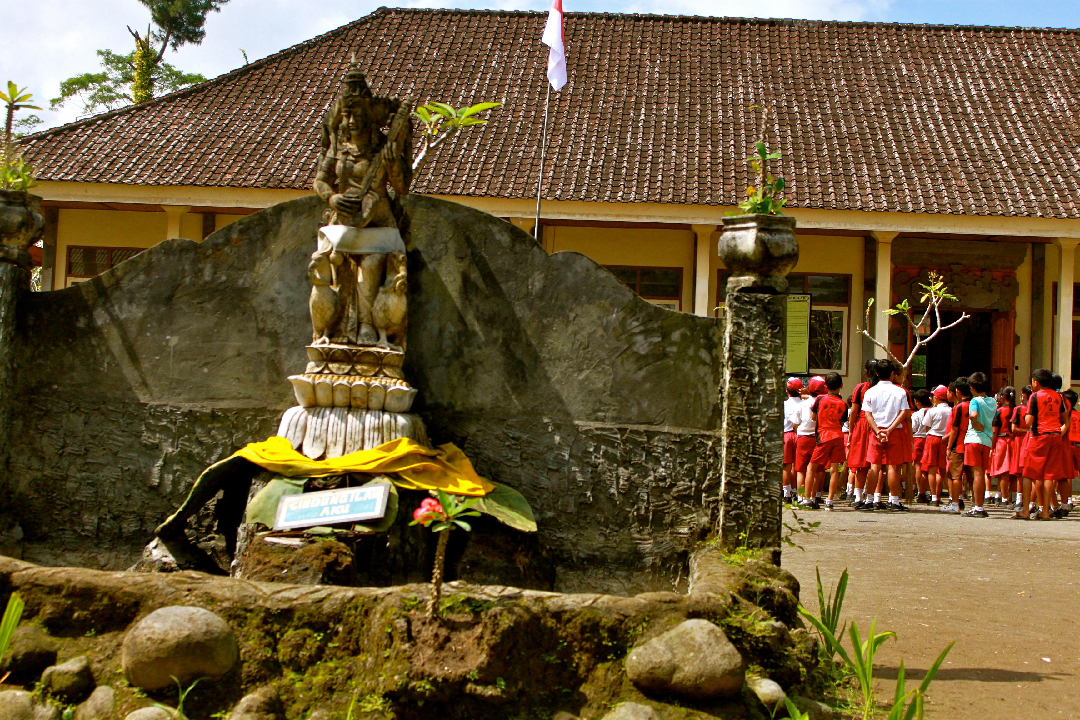 bali schoolchildren