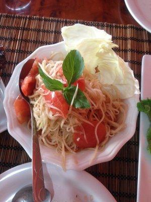 Bok la hong (green papaya salad).... mmm...