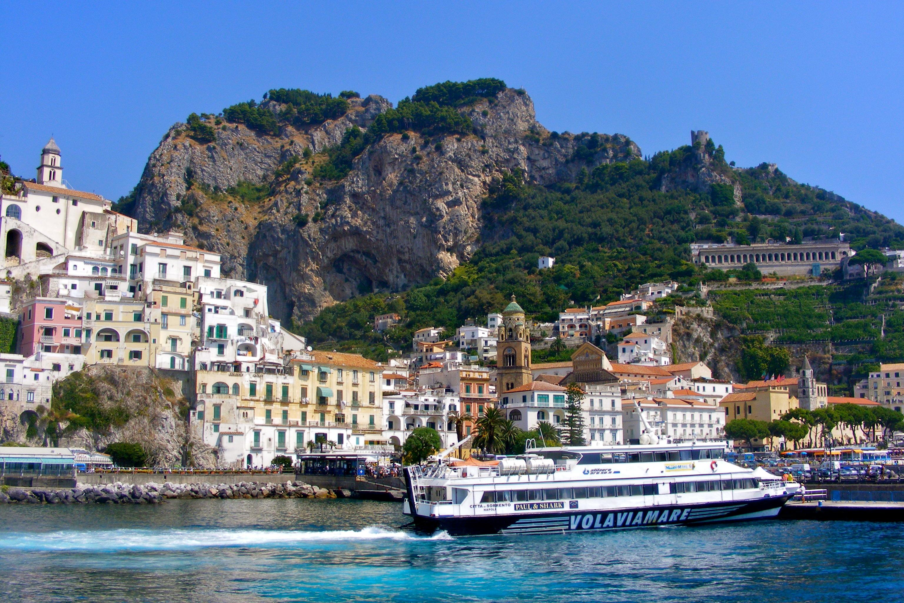 amalfi coast italy boat