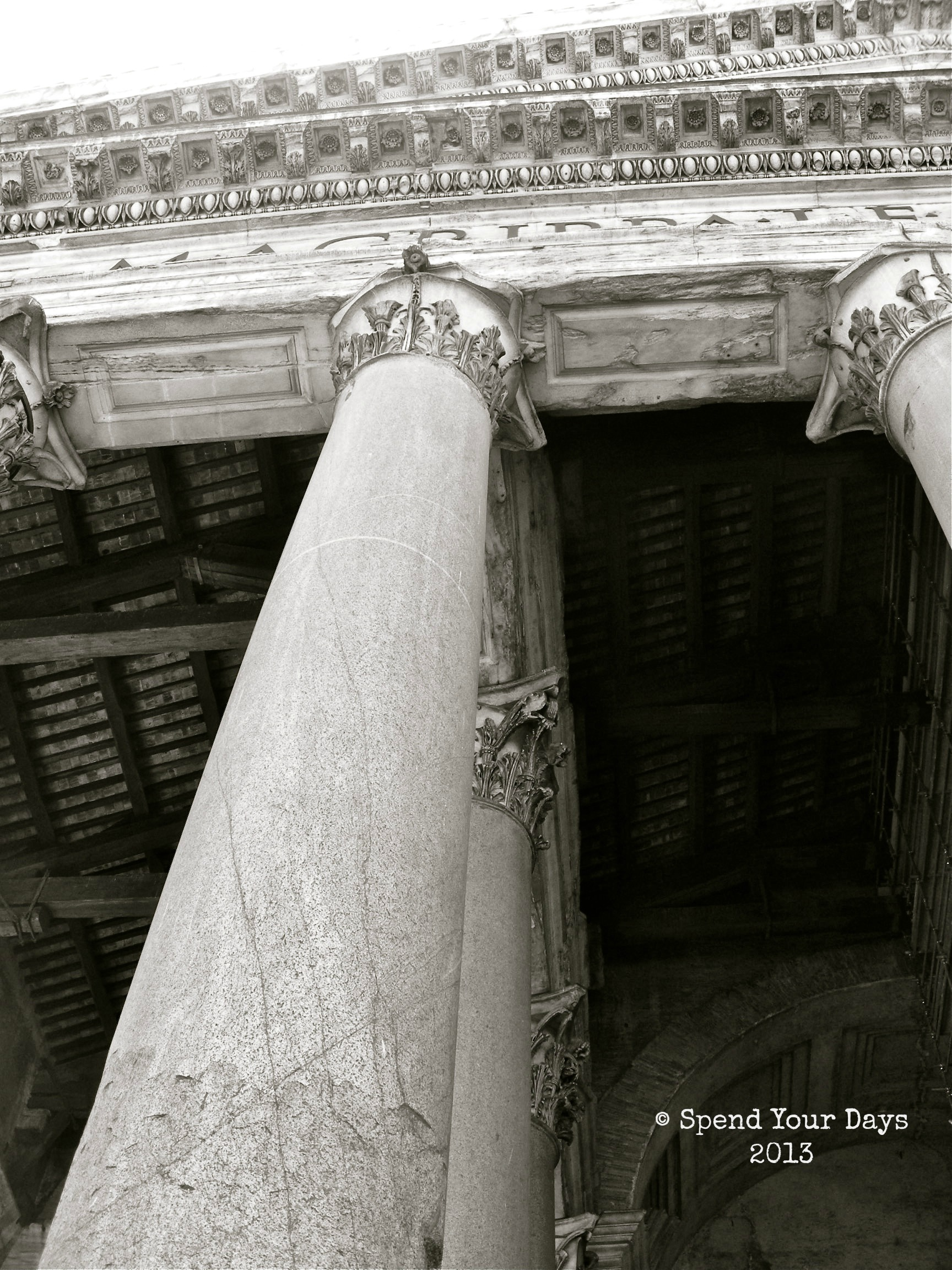 rome pantheon portico italy